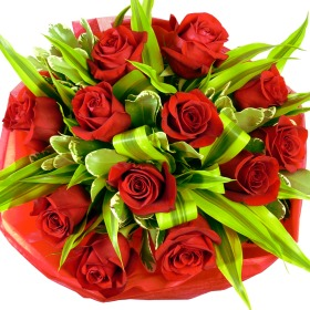 12 Deluxe Red Rose Bouquet