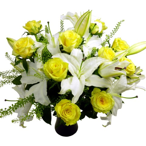 Yellow Roses And Lilies Free Uk Delivery Post A Rose Flowers Deluxe Bouquets